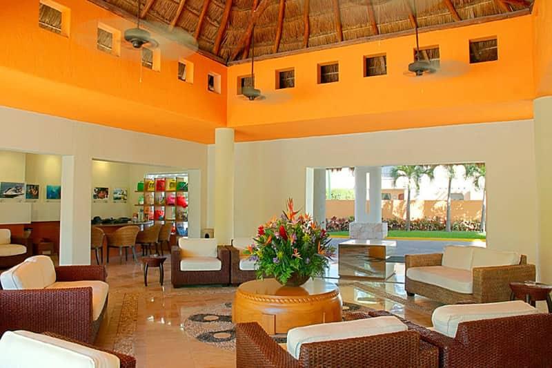 Laguna-Suites-Lobby